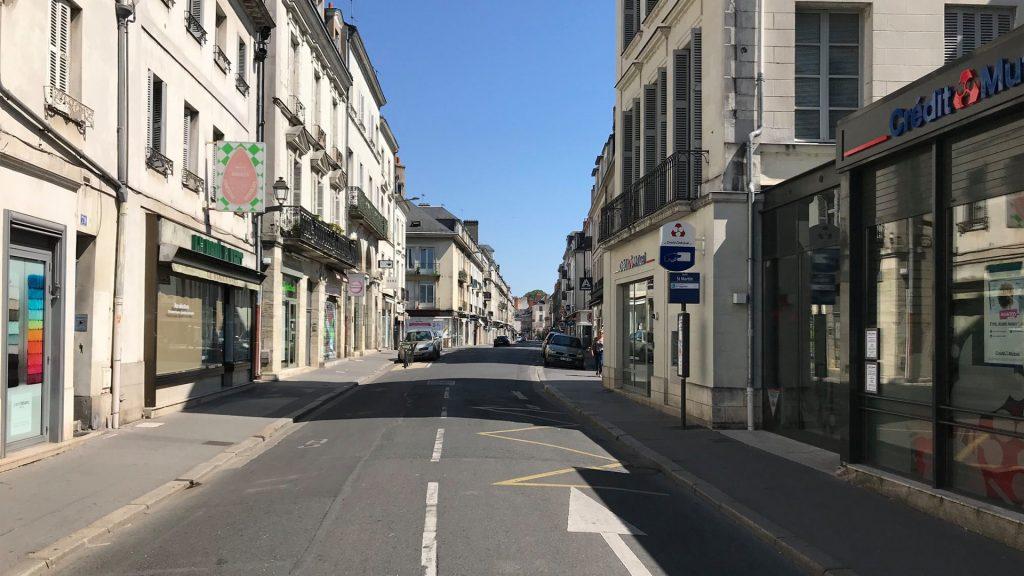 Route du centre ville de Tours sans véhicule